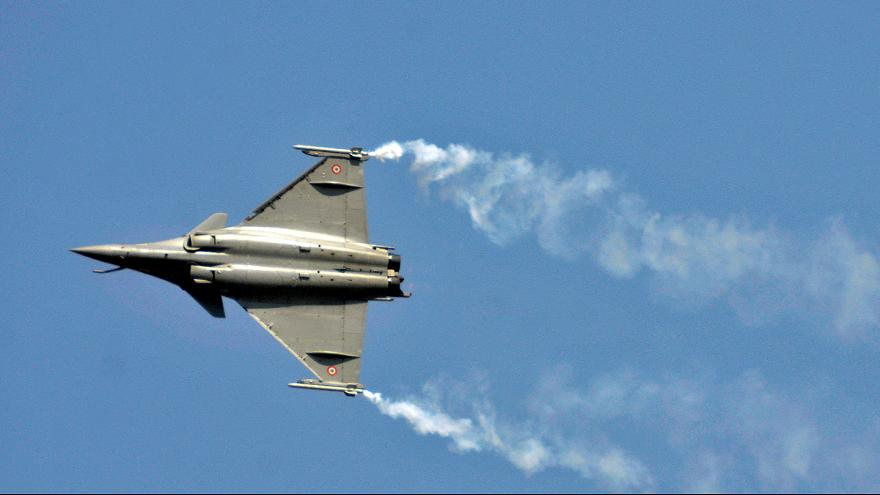 Francia vende 36 aviones de combate Rafale a la India por 8.000 millones de euros