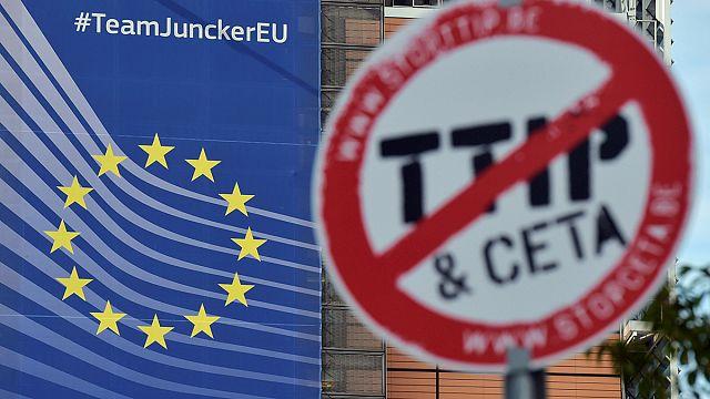 """""""Стан справ у ЄС"""": кінець роумінгу, брехня комісара, пожежа в таборі для біженців"""