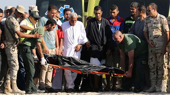 Naufragio al largo dell'Egitto, recuperati 148 corpi, 4 gli arresti