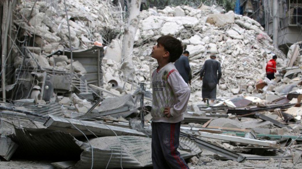 Alepo sepultada bajo los escombros. Unas 90 personas mueren en los bombardeos de las últimas horas