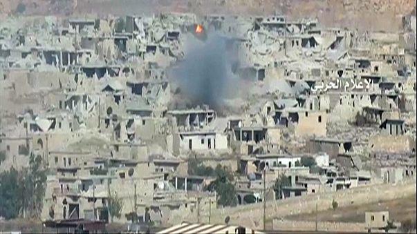 Szíria: a légicsapások után a rezsim tüzérsége is lövi Aleppót