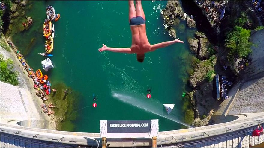 Tscheche siegt bei Red Bull Cliff Diving Series in Mostar