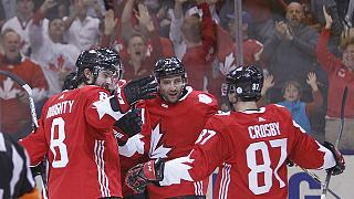كندا تتأهل لنهائي كأس العالم لهوكي الجليد