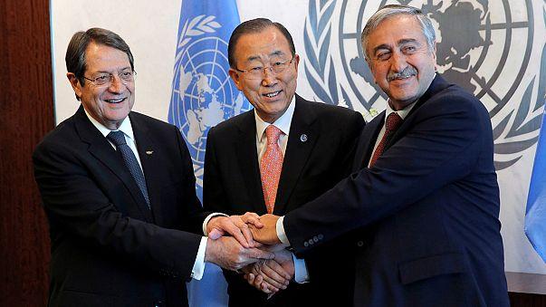"""Líderes cipriotas vão """"intensificar"""" negociações de reunificação"""