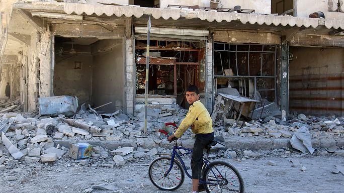 معارك عنيفة بحلب والصليب الاحمر يسلم مساعدات لاربع بلدات محاصرة في سوريا