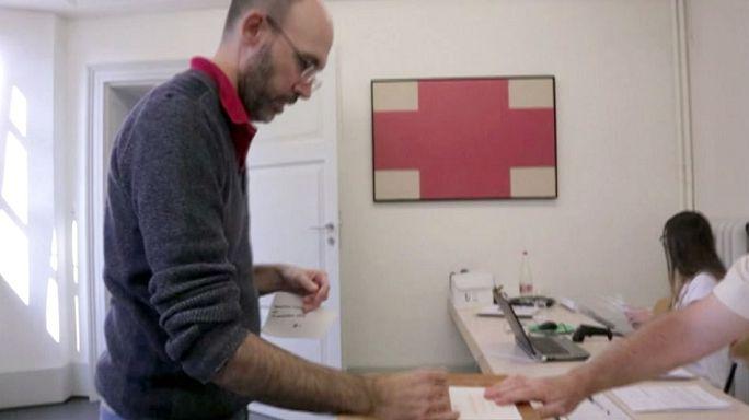 Suisse : les électeurs approuvent une loi sur le renseignement