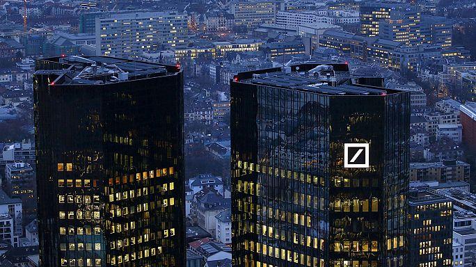Merkel szavai után 24 éves mélypontra esett a Deutsch Bank árfolyama