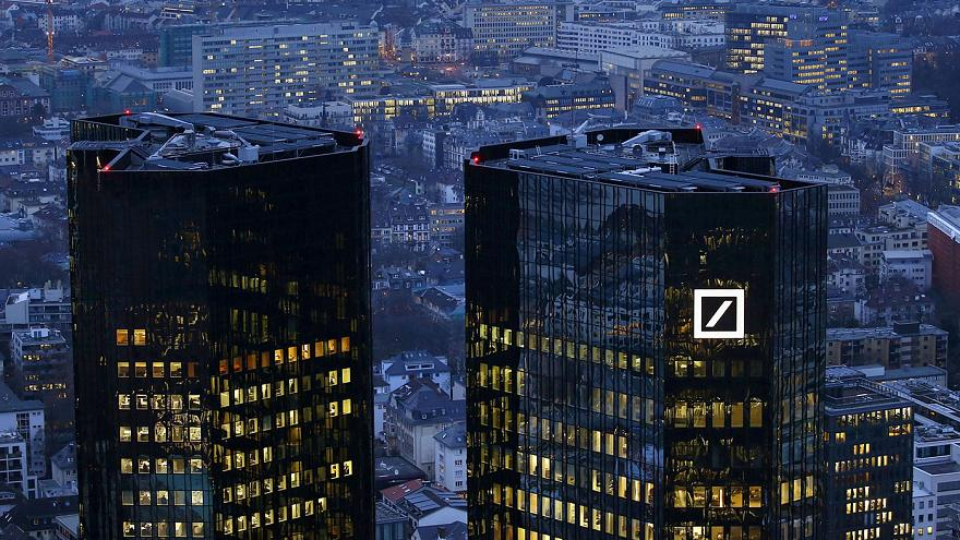 Европейские биржи начали неделю падением из-за Deutsche Bank