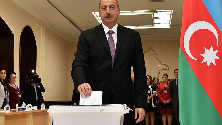 Referendo no Azerbaijão para reforçar poderes do presidente Aliev