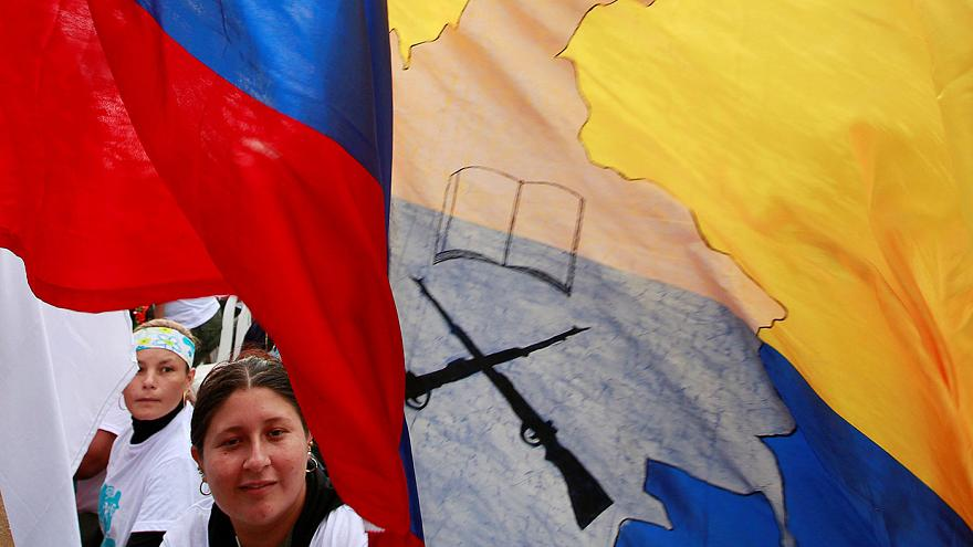 Kolombiya barış anlaşmasını 2 Ekim'de referanduma götürüyor