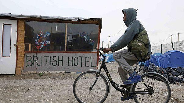 الرئيس هولاند يعد بإغلاق مخيم كاليه للمهاجرين قبل نهاية العام