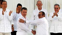 Colombians call for 'no more war' as historic peace deal is signed between Farc rebels and the government