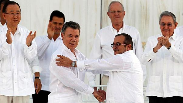 Vége a kolumbiai fegyveres konfliktusnak - aláírták a békét