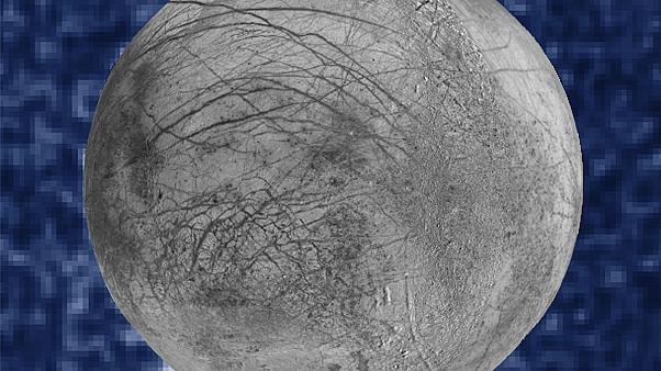 Jupiter's moon Europa 'spewing water plumes'