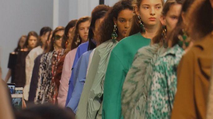 Mailand: Strass, Streifen und üppige Outfits