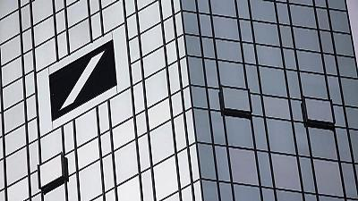 Merkel elude hablar directamente sobre si rescatará o no al Deutsche Bank