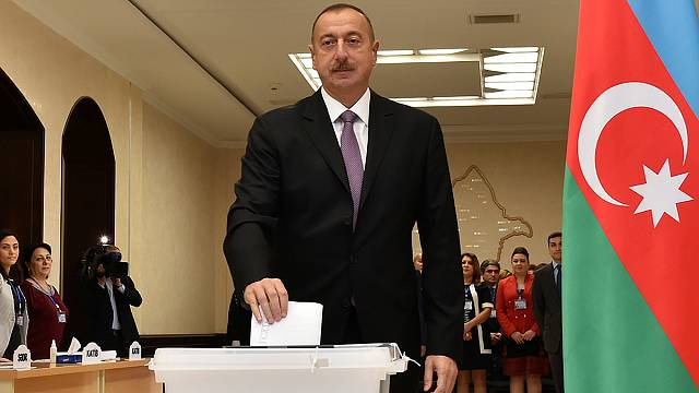Aserbaidschan stärkt Präsidentenfamilie Aliyew