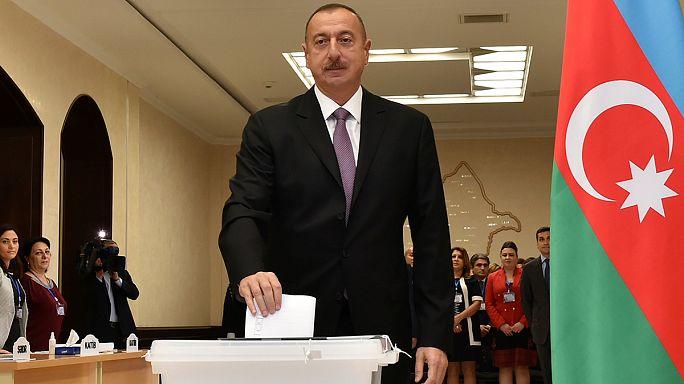 أذربيجان: الناخبون يُصوتون لصالح تمديد فترة ولاية الرئيس من 5 إلى 7 سنوات