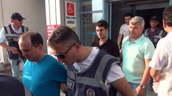 Eddig 32 ezer embert vettek őrizetbe Törökországban