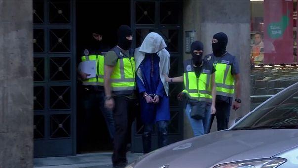 Az Iszlám Állam öt feltételezett tagját fogták el három uniós államba