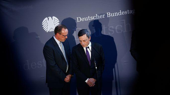 Draghi rechaza que los bajos tipos del BCE sean responsables de los problemas del Deutsche Bank