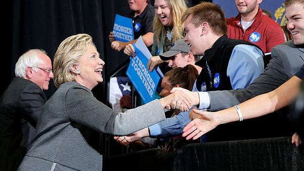Sanders ao lado de Clinton à conquista do eleitorado jovem