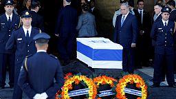 El féretro de Simón Peres llega al Parlamento recibido por los líderes de Israel