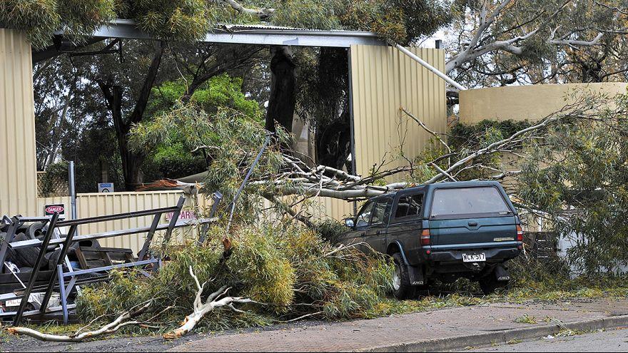 Avustralya'nın güneyine yeniden elektrik verilmeye başlandı