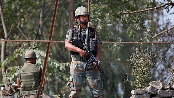 """L'Inde mène des """"frappes chirurgicales"""" au Cachemire"""