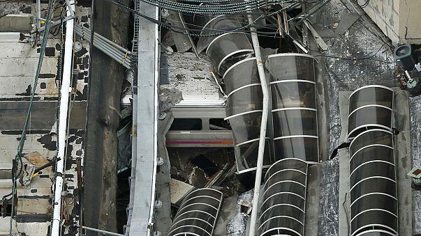 Schweres Zugunglück in New York: Nahverkehrszug rast über Gleisende in Bahnhofhalle