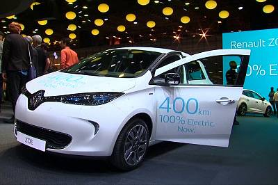 Bando alle emissioni, il domani è elettrico. A Parigi il restyling di VW