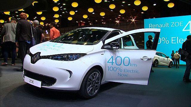 """السيارات الكهربائية """"ضيف شرف"""" معرض السيارات في باريس"""