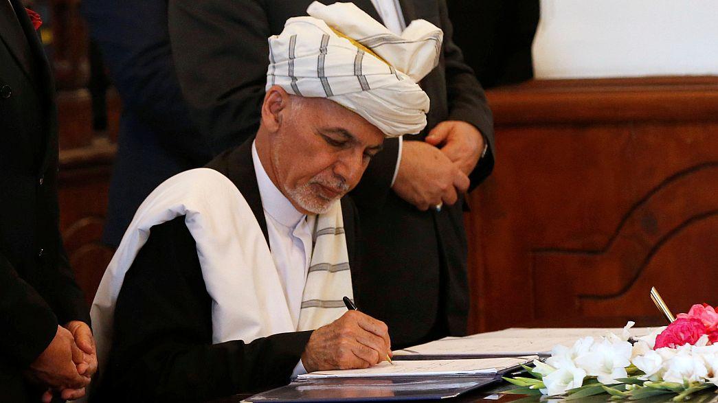 Presidente do Afeganistão assina acordo com senhor da guerra