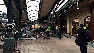 Scores injured as commuter train derails in US