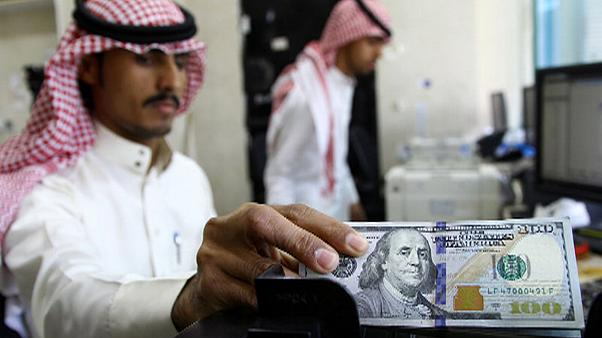 Összeomlott a szaúdi riál, lejtőn az arab ország gazdasága?