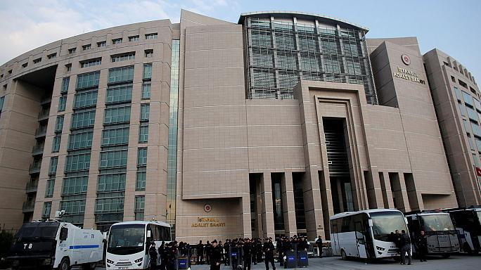 В Турции новая волна арестов: охранники тюрем и судьи