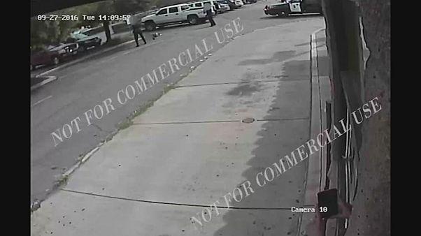 Dos vídeos muestran la muerte de un hombre negro por tiros de la policía