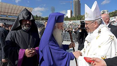 Papst in Georgien: Messe vor leeren Stühlen