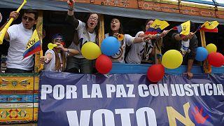 Kolombiya'da tarihi referandum öncesi nefesler tutuldu