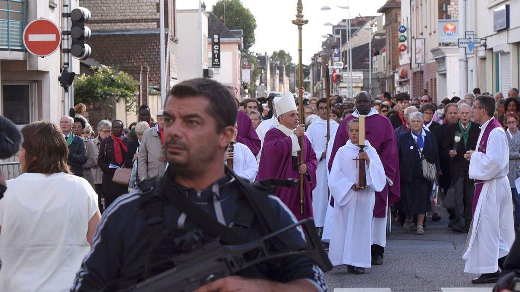 Reabierta la iglesia francesa donde dos yihadistas degollaron al padre Jacques Hamel