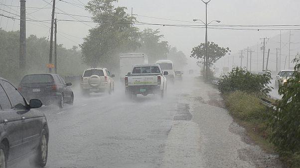 Ο τυφώνας Μάθιου πλησιάζει απειλητικά την Καραϊβική