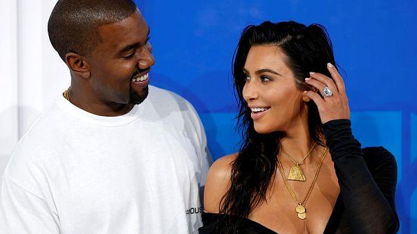 Kim Kardashian assaltada à mão armada em Paris