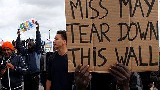 Calais'de mültecilere destek gösterisine polis müdahalesi