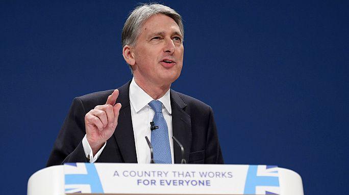 Hammond anuncia un plan económico para contrarrestar las turbulencias del 'brexit'
