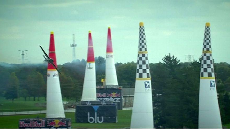 Red Bull Dünya Hava Yarışı'nın şampiyonu Alman pilot Dolderer