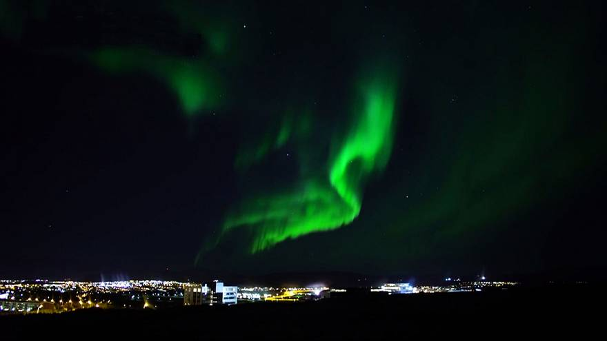 Dazzling Northern Lights display takes place over Reykjavik