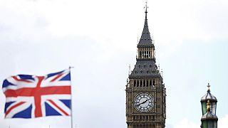 Reino Unido: Hammond promete menos austeridad y más inversión en infraestructuras