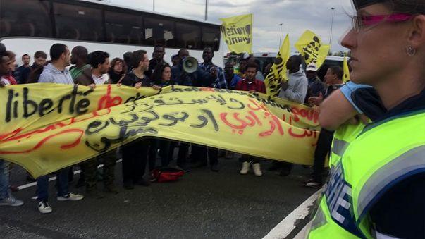 L'élan brisé de pro-migrants en route vers Calais