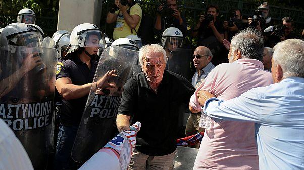Gás irritante usado sobre reformados e pensionistas gregos em manifestação
