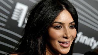 Kim Kardashian 15 karátos eljegyzési gyűrűjét lophatták el Párizsban